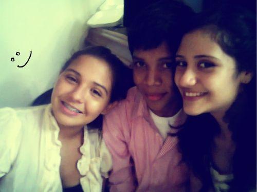 *Le yo (centro), mi Luna (derecha) y una amiga (izquierda).