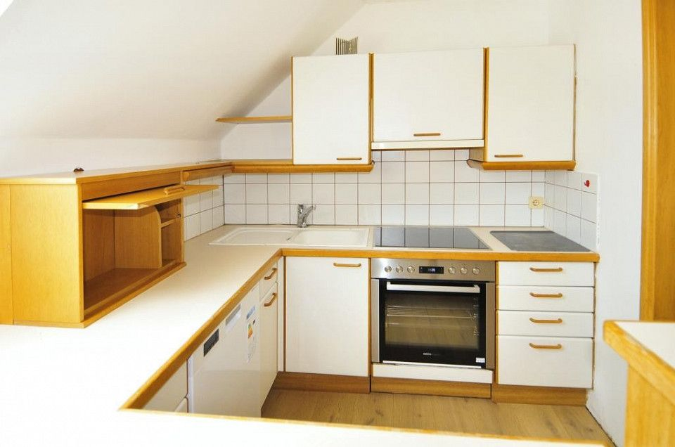 Wohnung In Steyr Oberosterreich Renovierte 3 Zimmer Wohnung Mit Home Decor Kitchen Cabinets Home