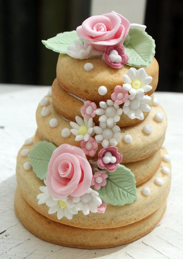 27 Spectacular Stacked Wedding Cake Cookies