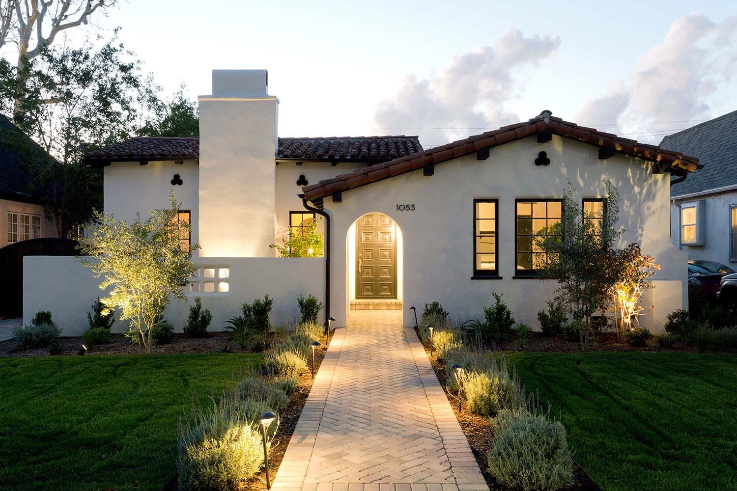 Inviting Spanish Style Home Gets Refreshed In Southern California Spanish Revival Home Spanish Style Homes Modern Mediterranean Homes