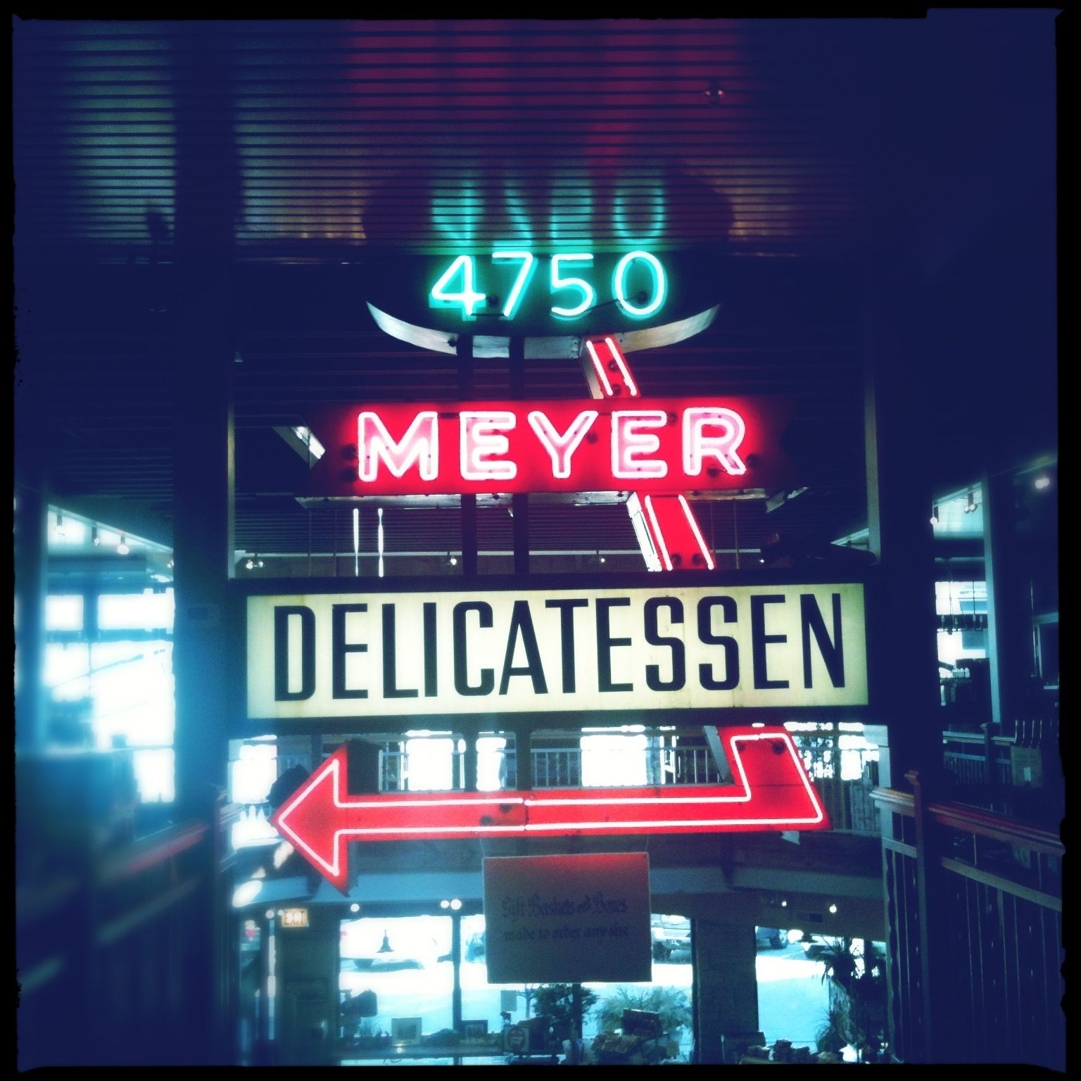 A Sign You Re In Chicago Meyer Delicatessen A Sign Of