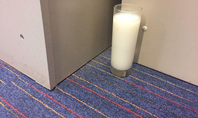 Что может произойти, если поставить стакан с водой и ...