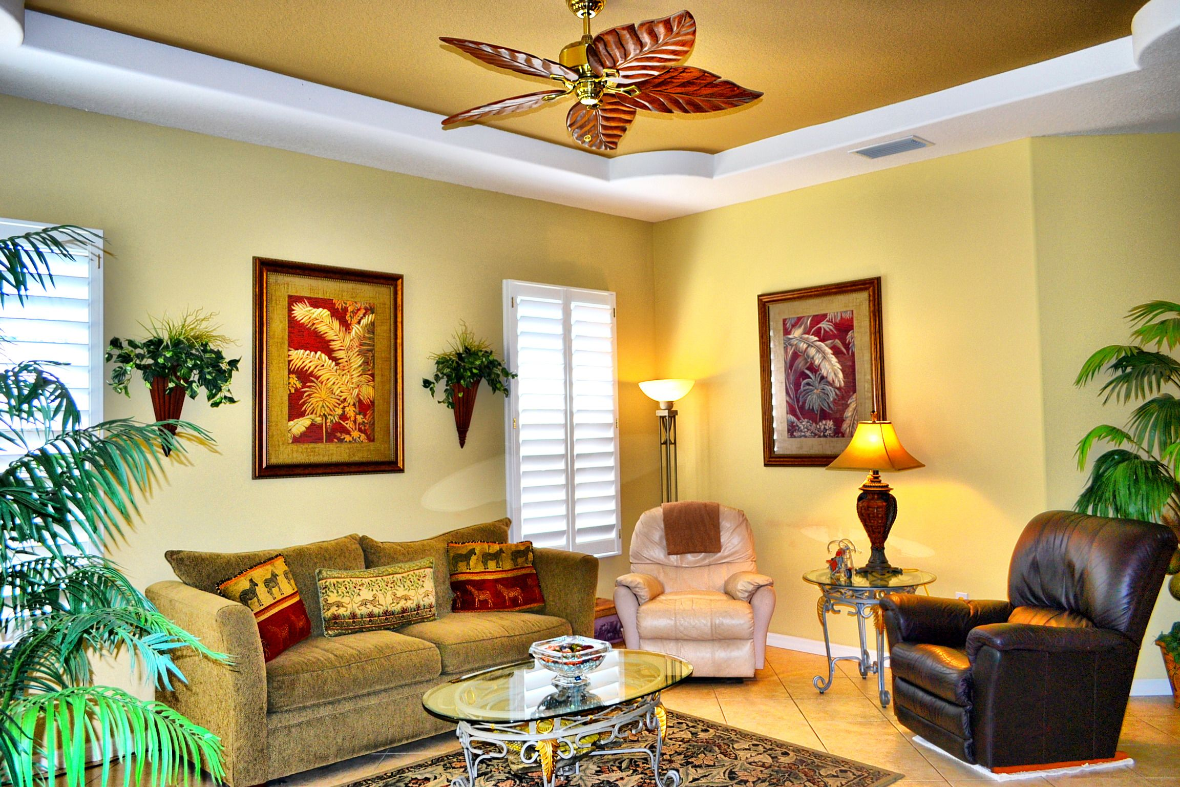 Delicieux TOMMY BAHAMA STYLE LIVING ROOM WITH PLANTATION SHUTTERS