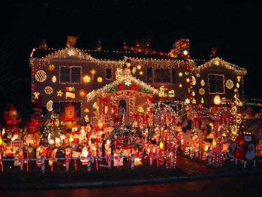 Houses Decorated Outside For Christmas That Could Use