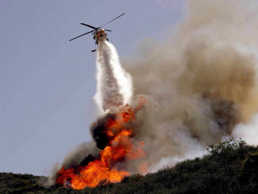 CALIFORNIA wildfire reaches coastal highway, heads to Malibu