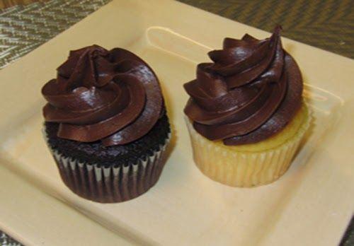Para quem não quer fazer ganache ou buttercream para confeitar cupcake esta é uma excelente alternativa e que nos foi concedida para simpát...