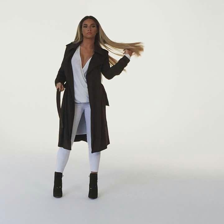 Wo finde ich die Adidas Jacke von Shirin David?