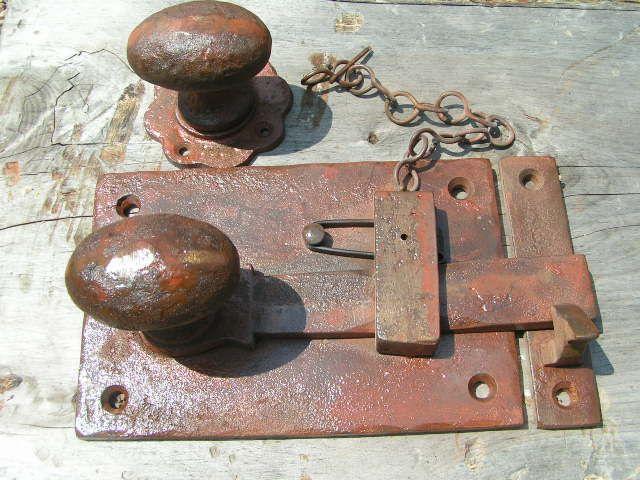 Mission Door Knob Gate Latch Hammered Iron Rust