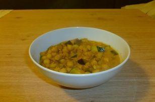 Marokkanischer Kichererbseneintopf Rezept: Kichererbsen,Linsen,Zwiebeln,Aubergine,Zucchini,Öl,Fraiche,Tomatenmark,Hanout,Gemüsebrühe,Zitronensaft