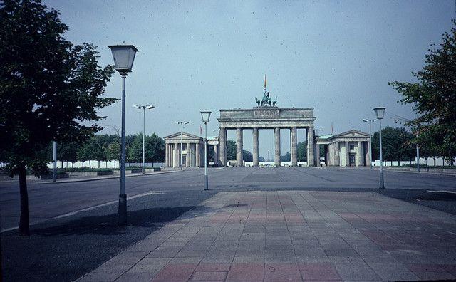 Brandenburger Tor East Berlin 1985 East Berlin West Berlin German History