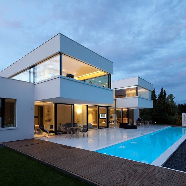 Moderne luxushäuser mit pool  designandlive's photo on Instagram | Pools | Pinterest | Haus ...