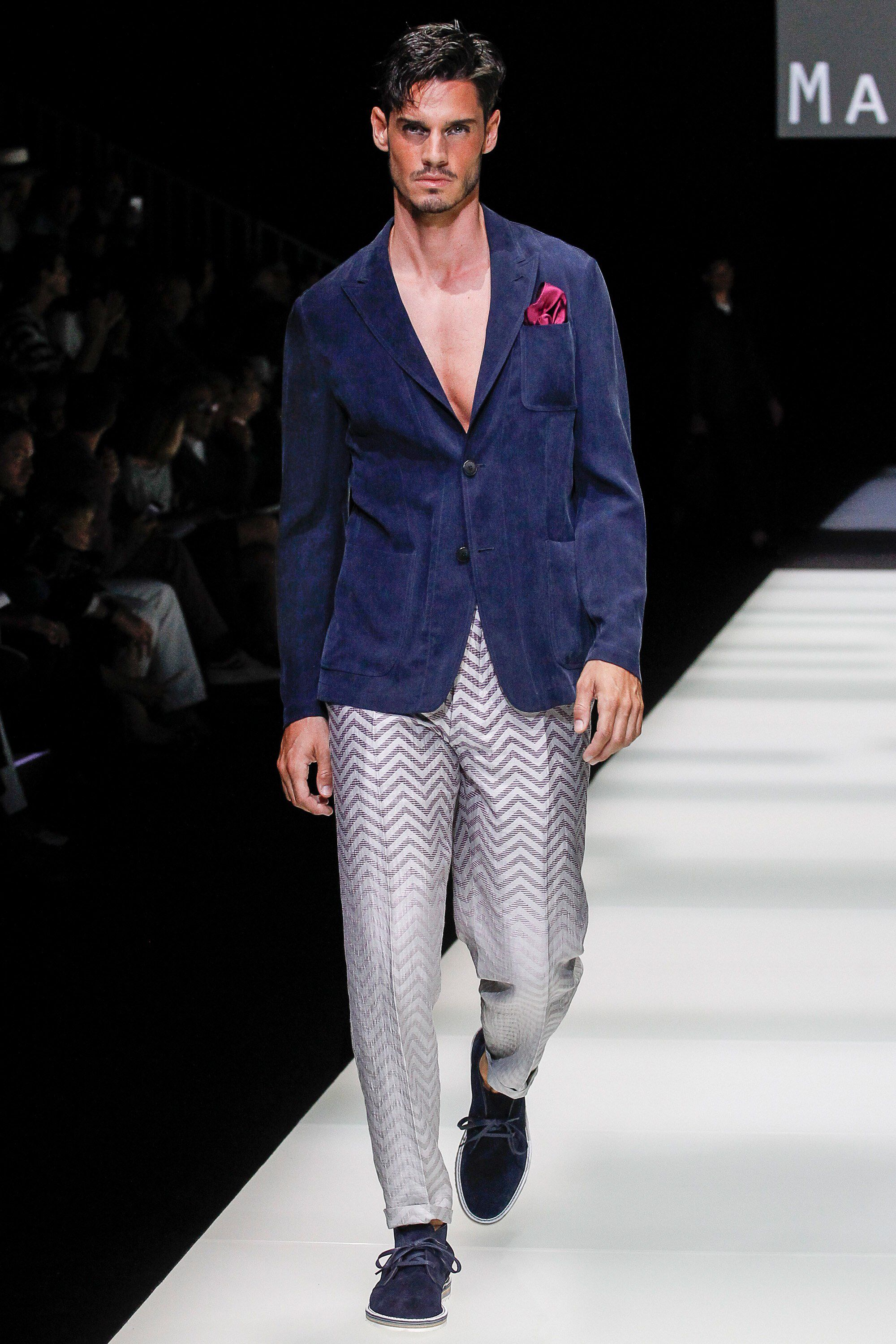 2a9afcb4ff Giorgio Armani Spring 2018 Menswear Fashion Show Collection