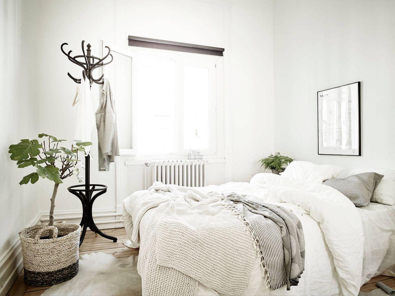 My ideal home — soft bedding and minimal bedroom (via Stadshem ...