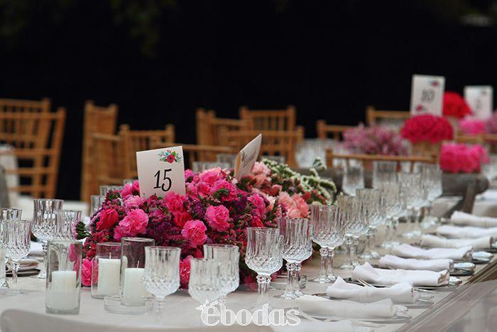 Atrevete a probar colores y propuesta de acuerdo al estilo que planeaste.  #wedding #inspiration #ebodas