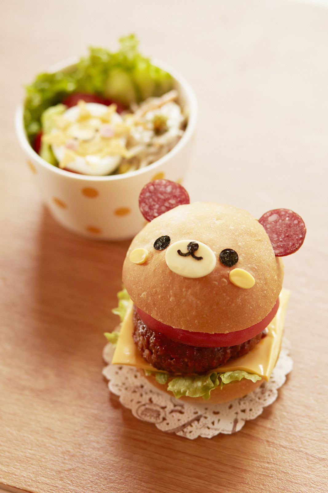 bear hamburger i don 39 t think i could eat this it 39 s face is too cute lunch for children. Black Bedroom Furniture Sets. Home Design Ideas
