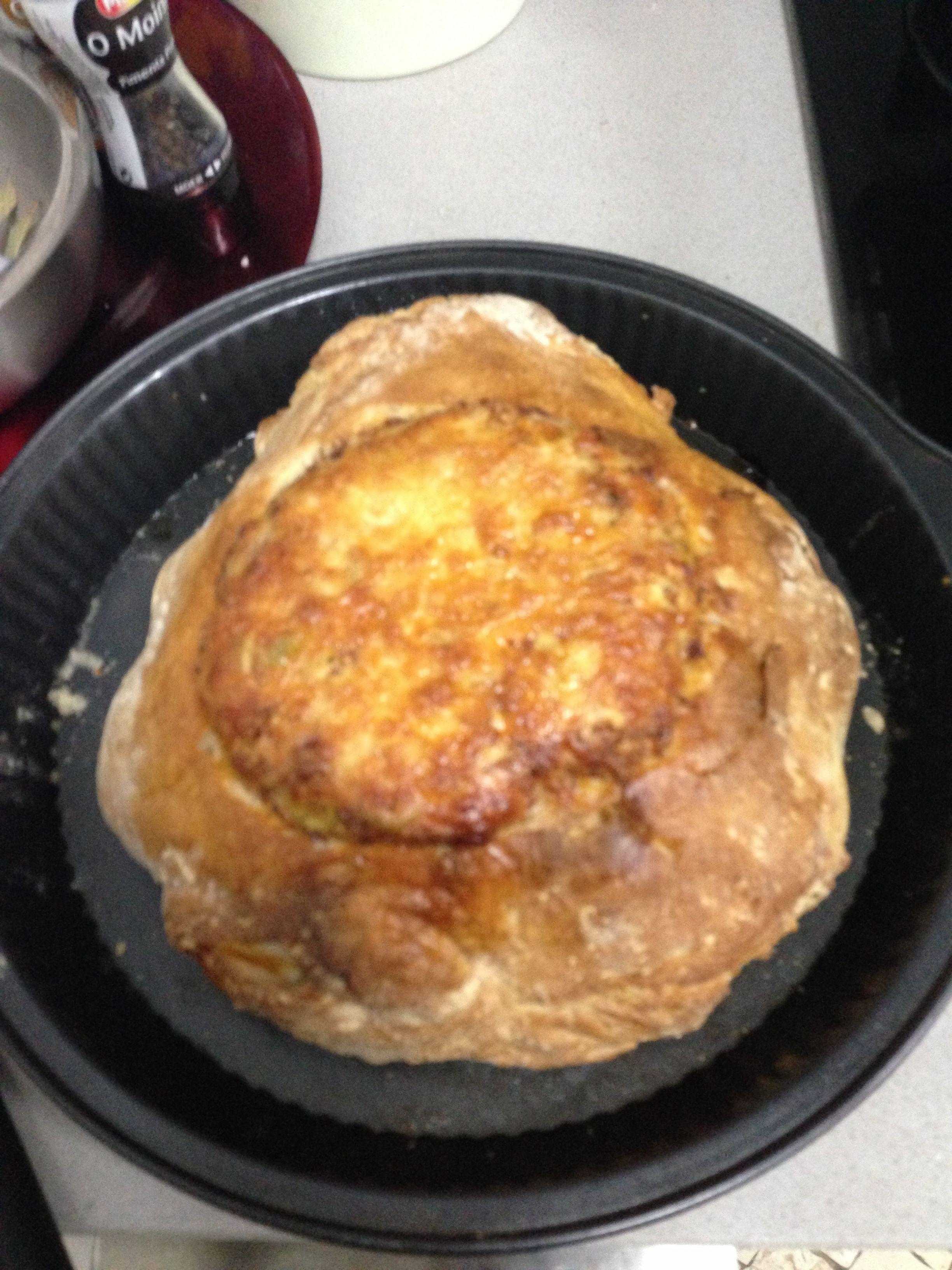 Pão Alentejano recheado com queijo, chouriço e azeitonas