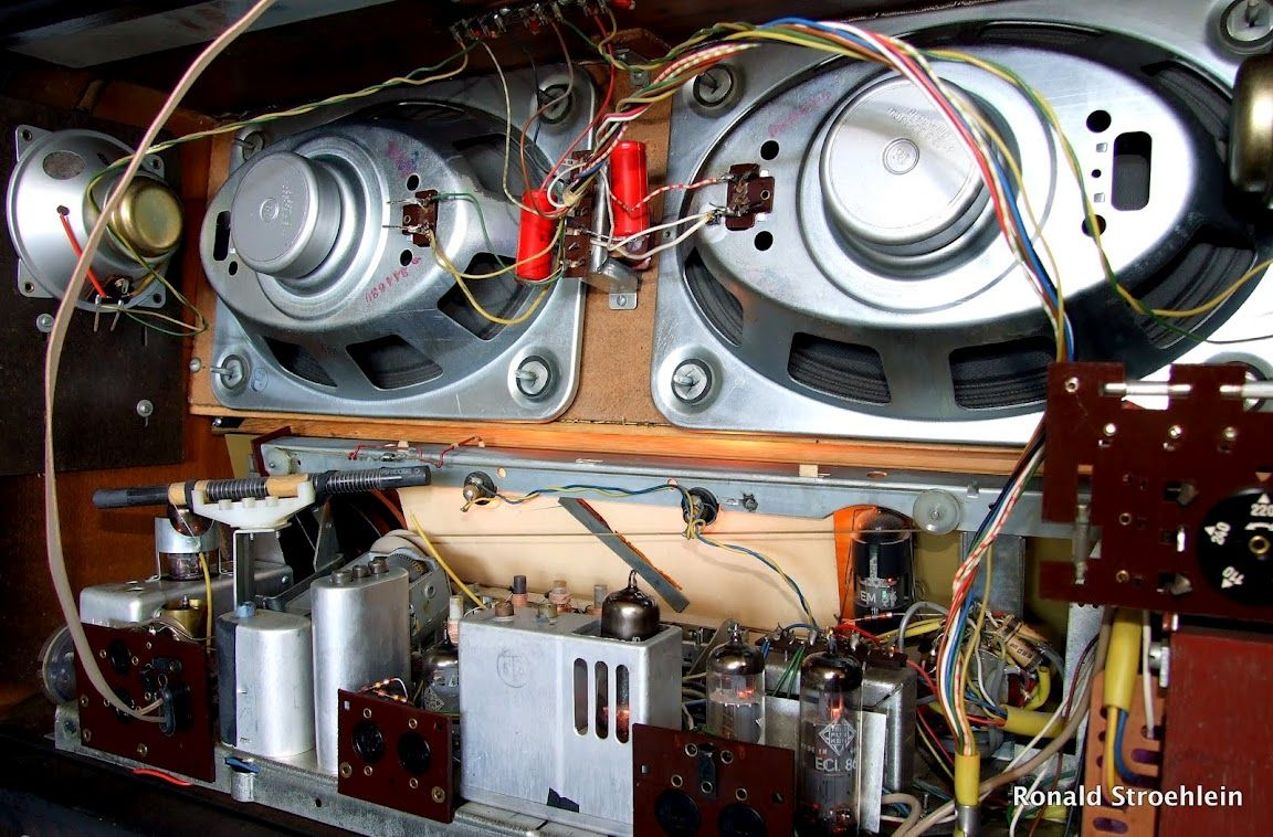 Tube Radio Telefunken Concertino 2194 - Reminds me of my high school car  stereos with Jensen 6x9's in the back deck.