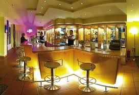 Wenn ich zu meinen Tagungen in Frankfurt gehe, kann ich also in aller Ruhe frühstücken. Ist es hingegen abends etwas später geworden, kann ich davon ausgehen, dass ich im Hotel Frankfurt noch ein reichliches, appetitliches und frisches Büfett vorfinde.  http://hotelklein.com