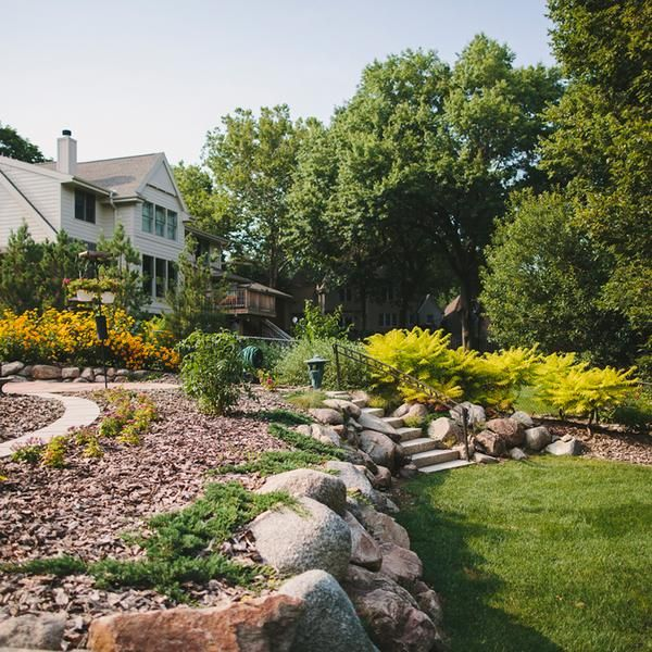 4 Super Easy Ways To Pretty Up Your Spring Landscape Cheap
