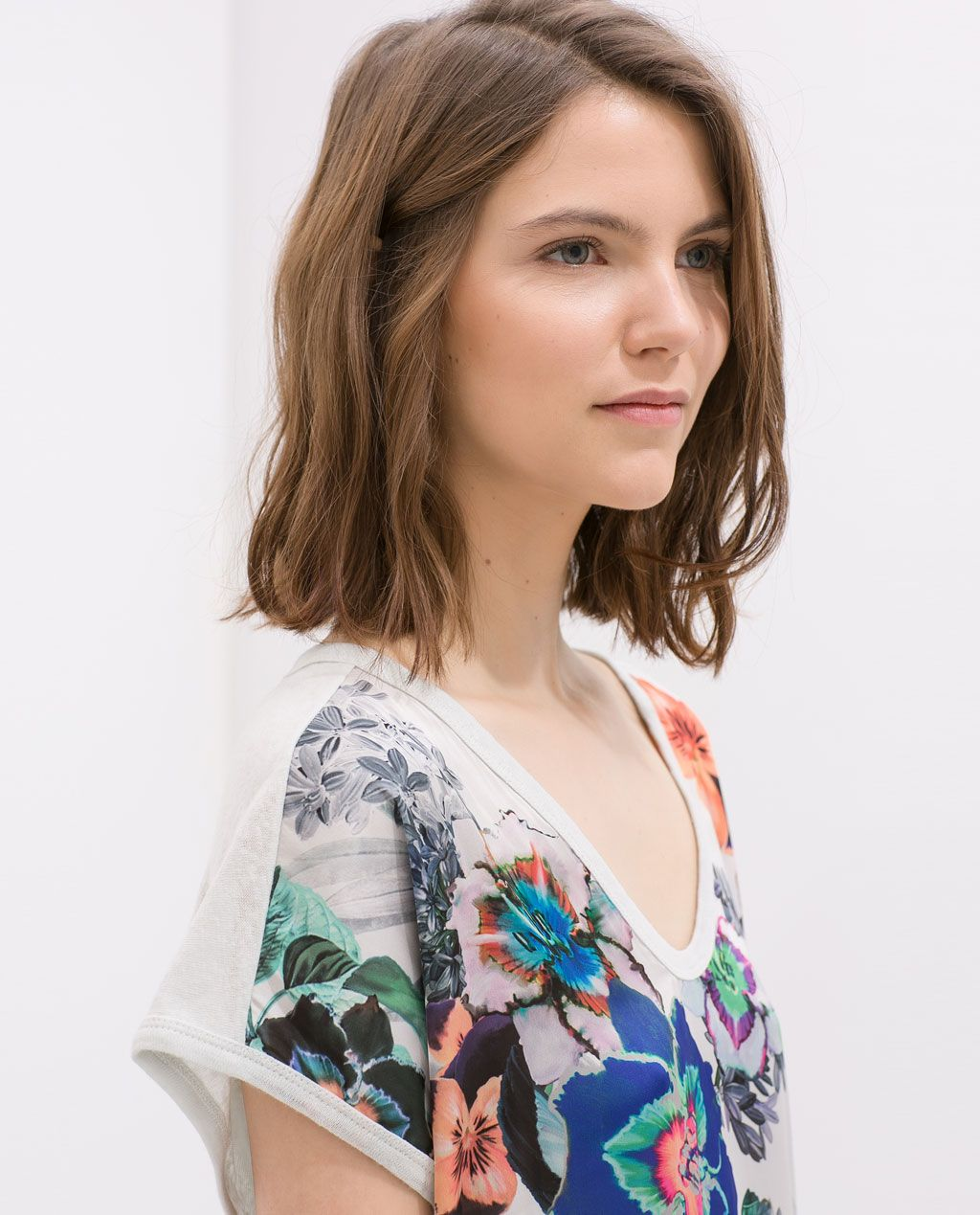 Image 6 of FLORAL PRINT LINEN T-SHIRT from Zara