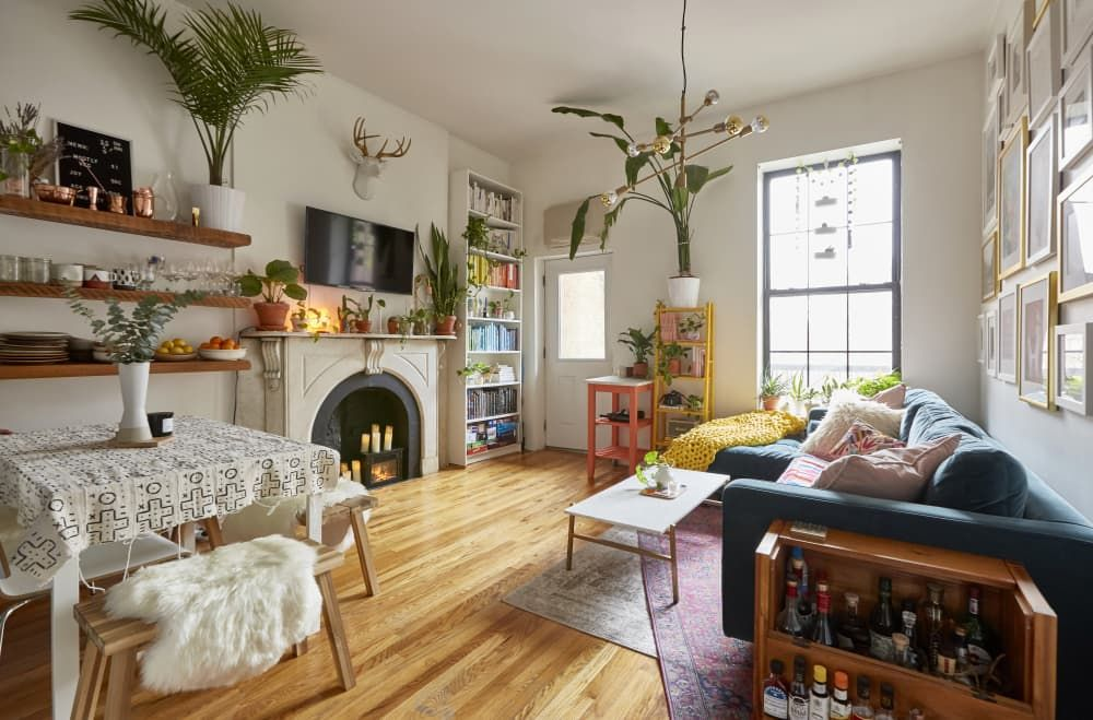 20 Decorating Ideas That Ll Make The Most Of Your Mantel Year Round In 2020 Brooklyn Apartment Home Apartment