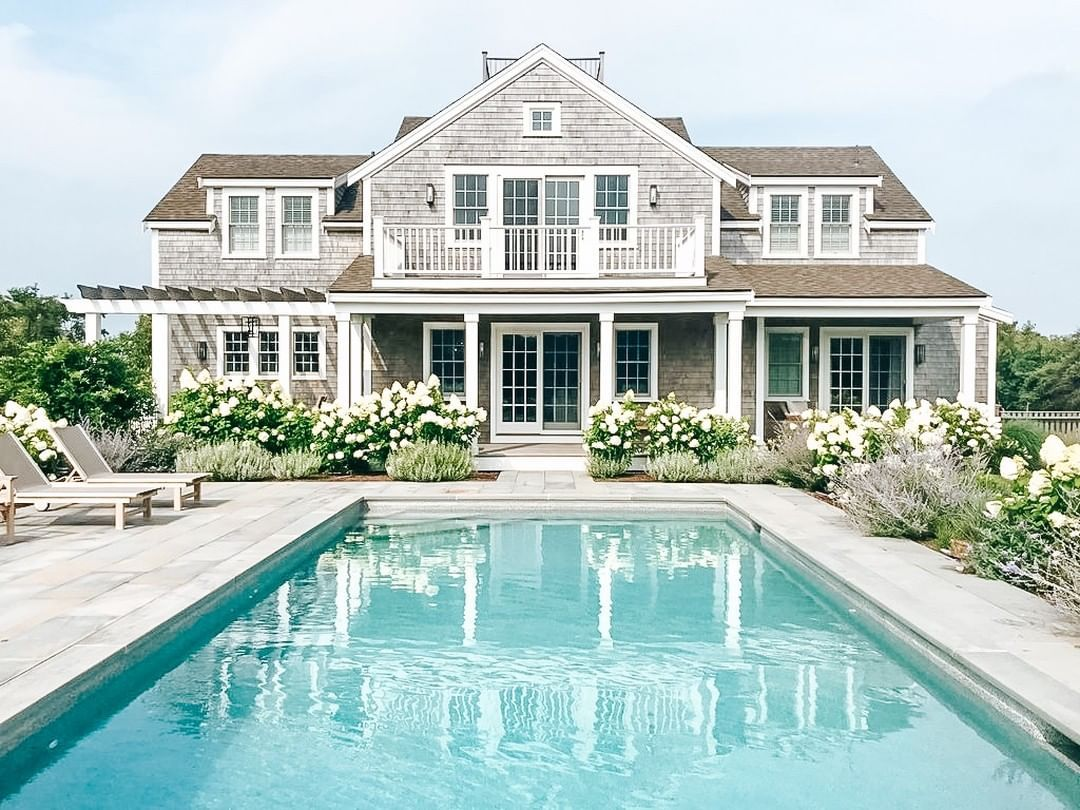 Home Decor Style Diy On Instagram Can You Believe You Can Rent Out This Gorgeous Nantucket Hom In 2020 Beach Houses For Rent Nantucket Home Nantucket Style Homes