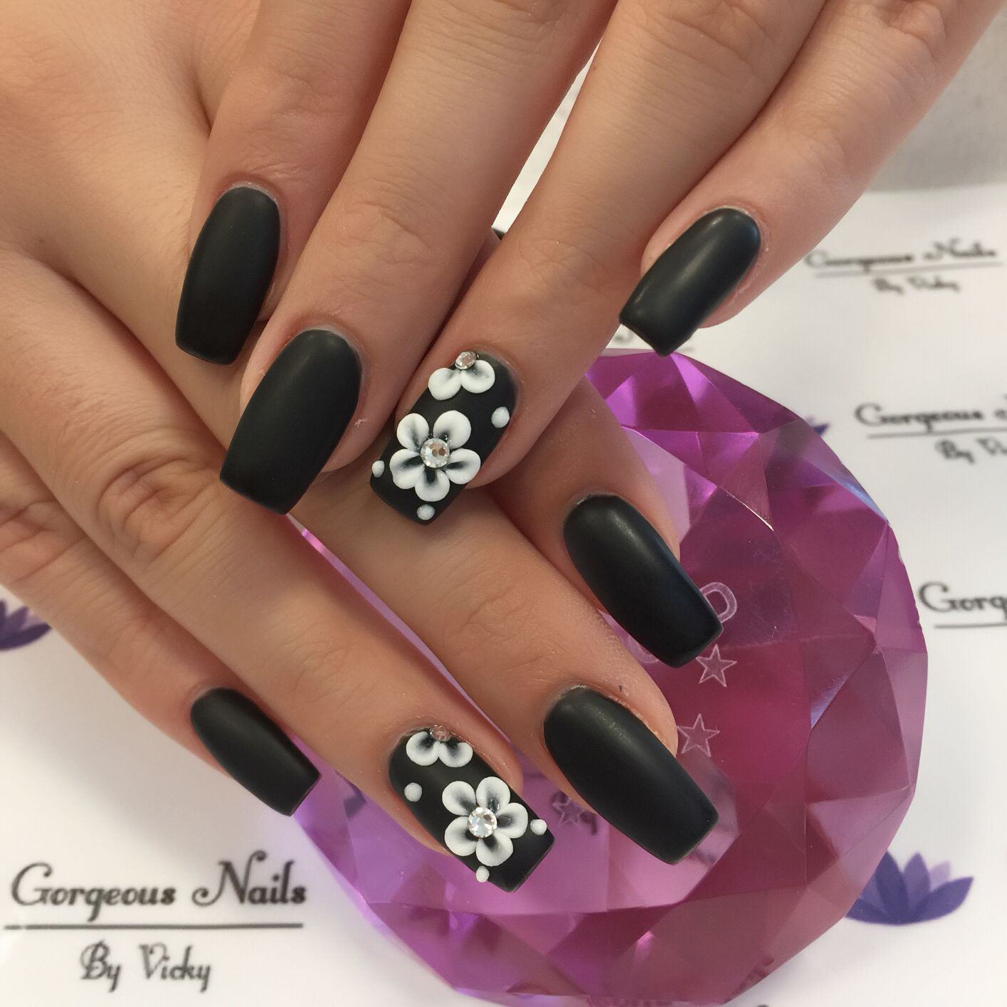 Black gel polish vs 3D flowers | Gorgeous nails by Vicky | Pinterest ...