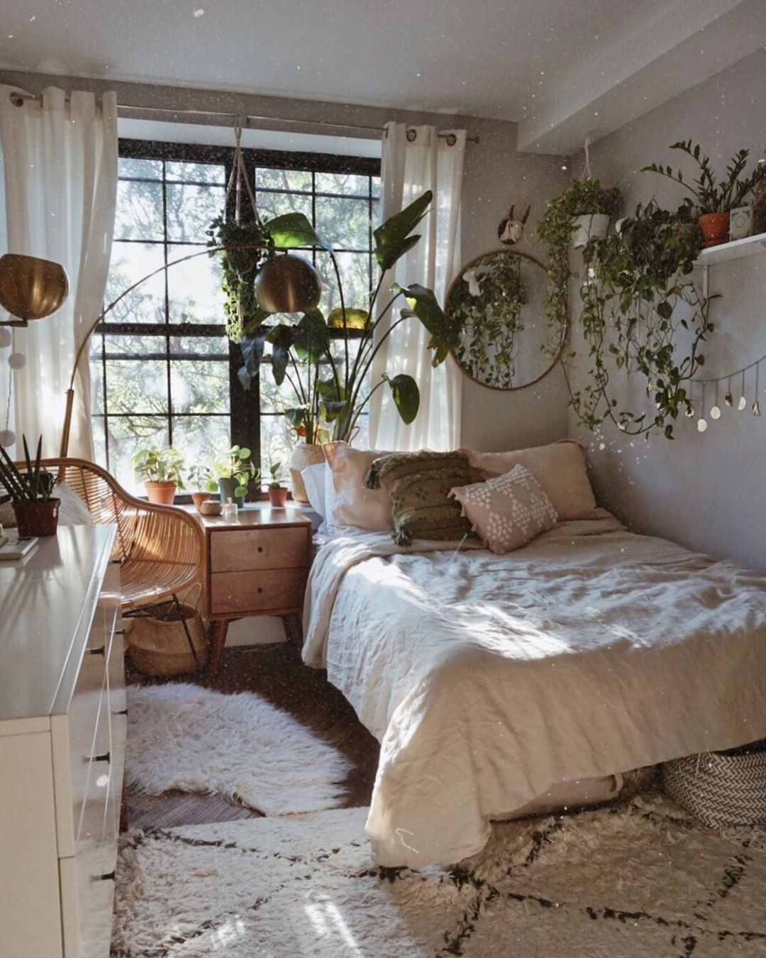 I Can Smell The Morning Mist Jnaydaily Room Inspiration Bedroom Small Room Bedroom Bedroom Decor Design
