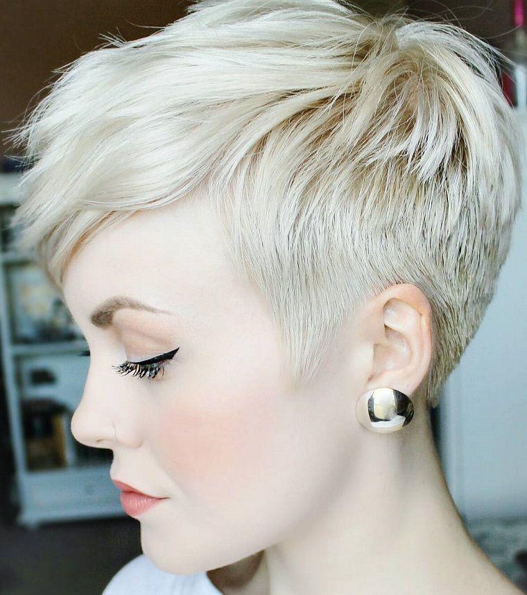 Taglio corto capelli ciuffo
