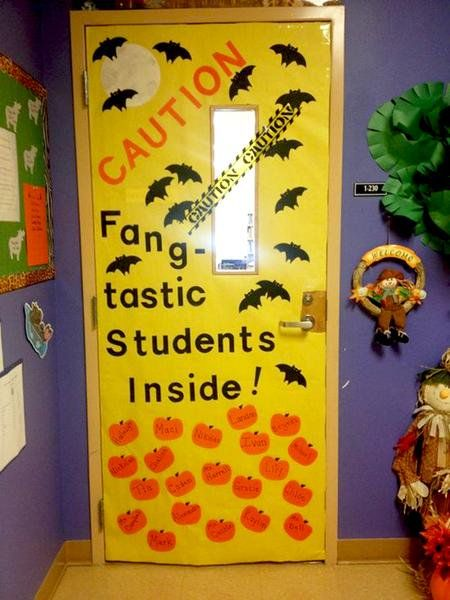 30 Super Cool Classroom Doors to Bring in the Fall Season at School #halloweenclassroomdoor