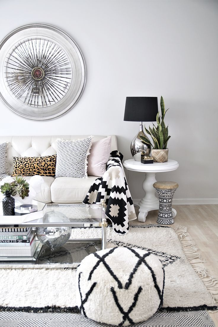 modern eclectic living room with neutral decor and black and white ...