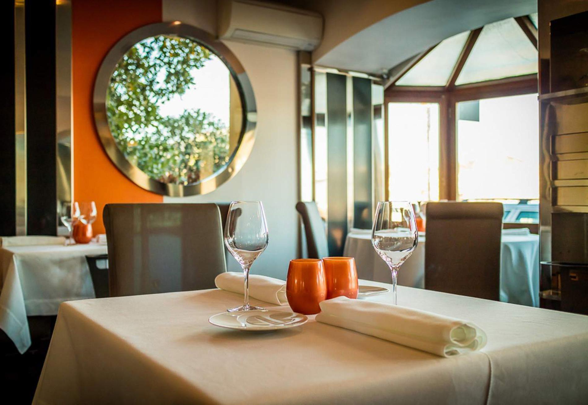 Guide Michelin 2020 17 Restaurants Etoiles A Moins De 30 Euros Restaurants Etoiles Restaurants Idees Pour La Maison