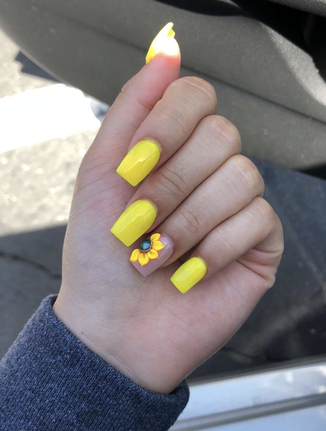 yellow sunflower nails✨ instagram @trina_nguyen