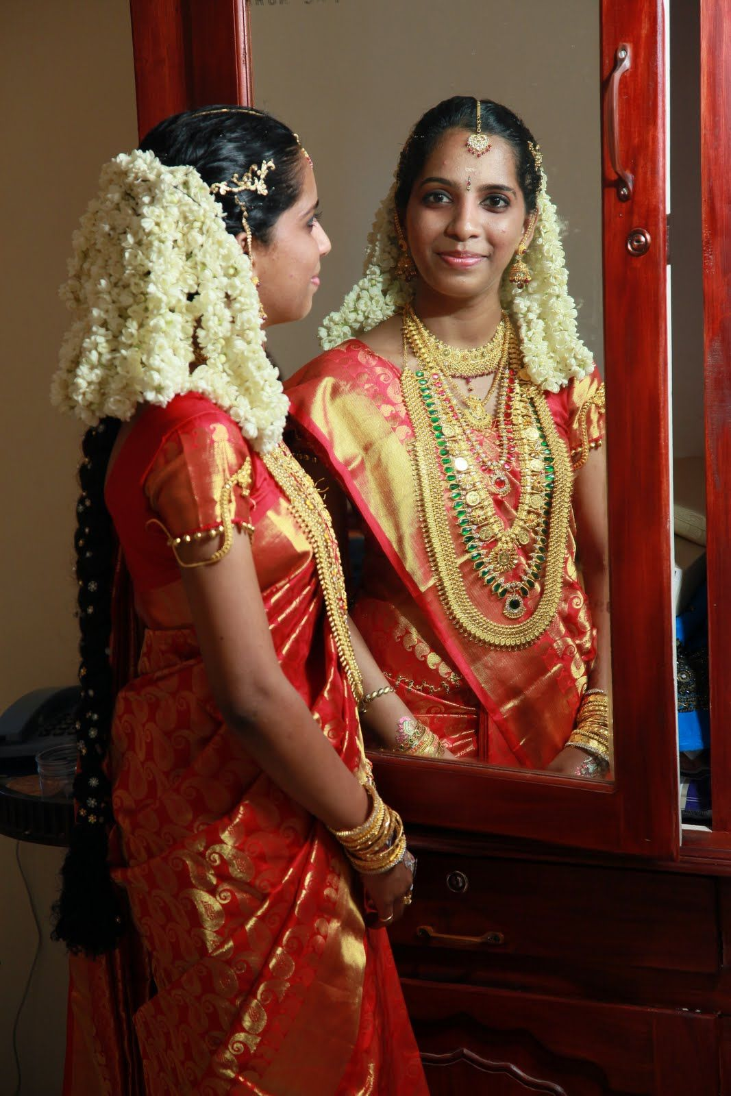 kerala bride with jasmine flowers | moggina jade - jadai