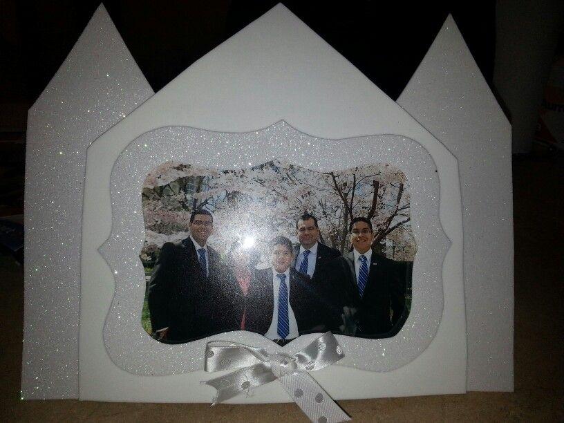 Porta retrato regalado a las familias de los niños en la Presentación anual de la Primaria 2014 Las familias son eternas.