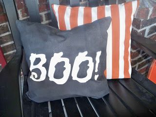 You Craft Me Up!: Spray Paint Halloween Pillows