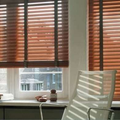 Clean Wooden Blinds With Vinegar Water