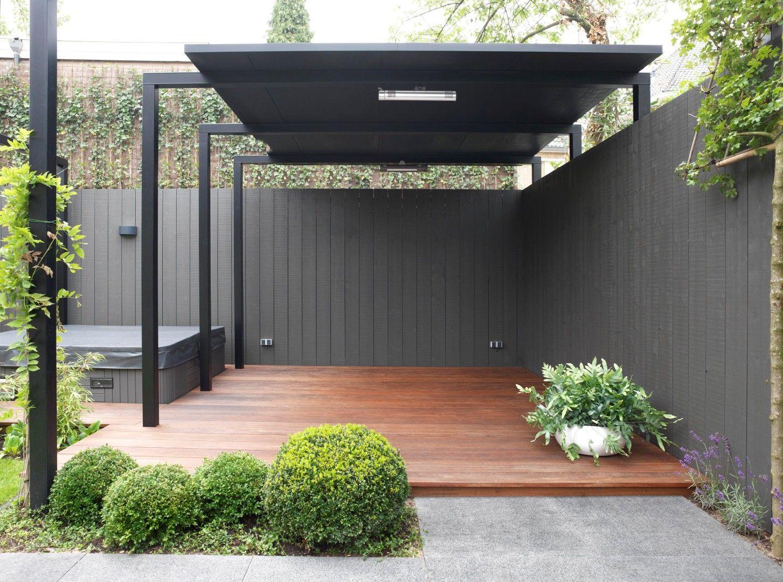 Moderne tuinen moderne tuin bij een twee onder n kap for Mooie tuinen kijken