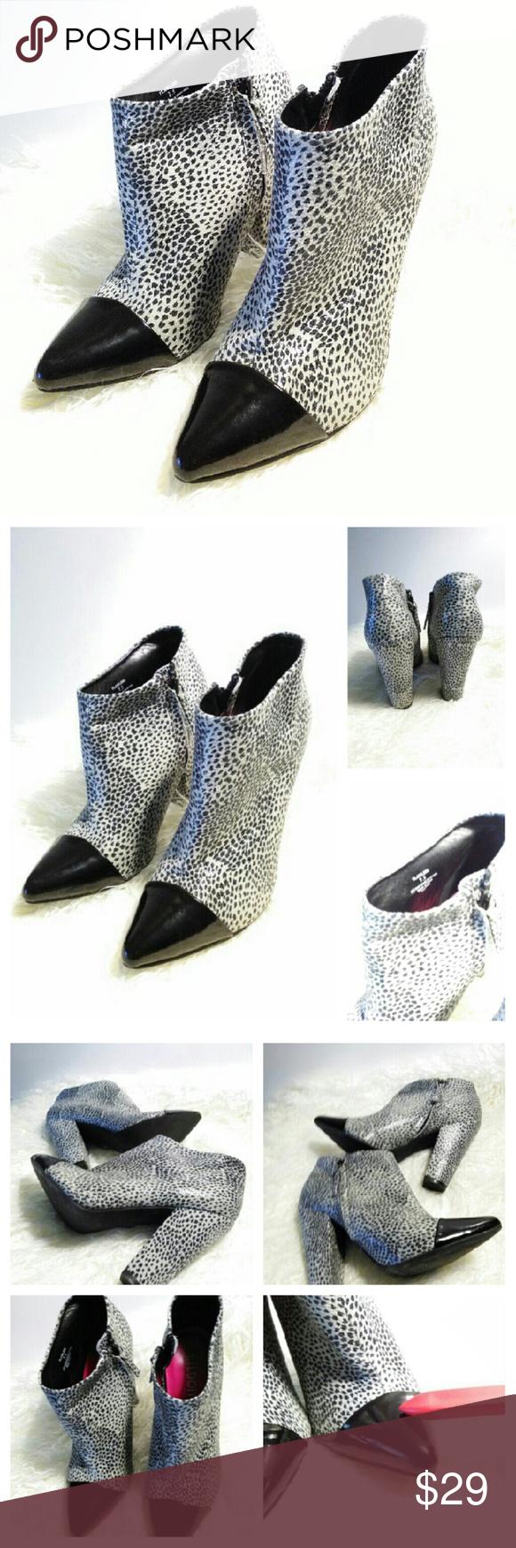 "Tildon Ankle Boots sz 7.5  blk/white Tildon Ankle Boots sz 7.5  blk/white 4"" heel Has some scuffs Tildon Shoes Ankle Boots & Booties"