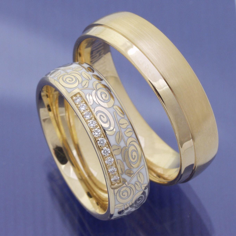 Eheringe Trauringe Aus 585 Apricotgold Und Colorit Trauringe Eheringe Ring Verlobung