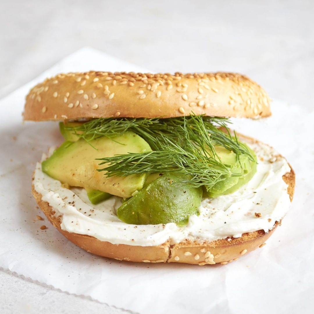 Bagel Breakfast Sandwiches With Vegan Cream Cheese Cultured Guru Recipe In 2020 Vegan Lunch Recipes Bagel Breakfast Sandwich Breakfast Sandwich
