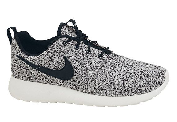 nike wmns roshe run black sail oreo