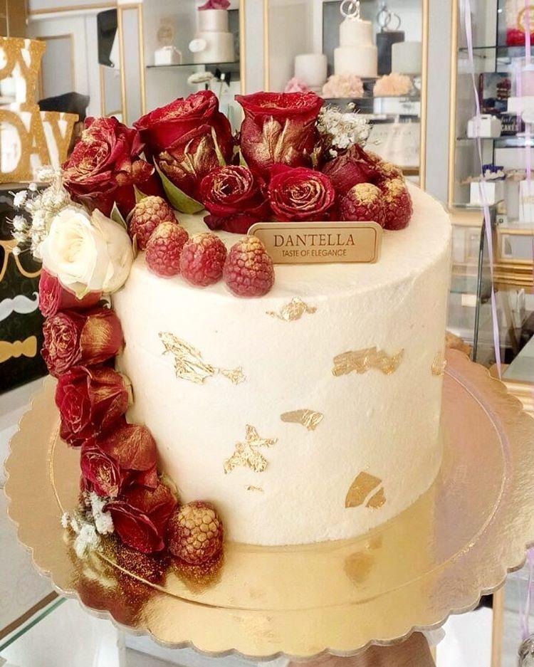 D A N T E L L A B A K E R Y V Instagram ريد نيكد كيك الحجم ٦ إنش ٦ ٧ أشخاص السعر ٢٨٠ للحجز بالإتصال 0582972674 أ Desserts Sweet Cake