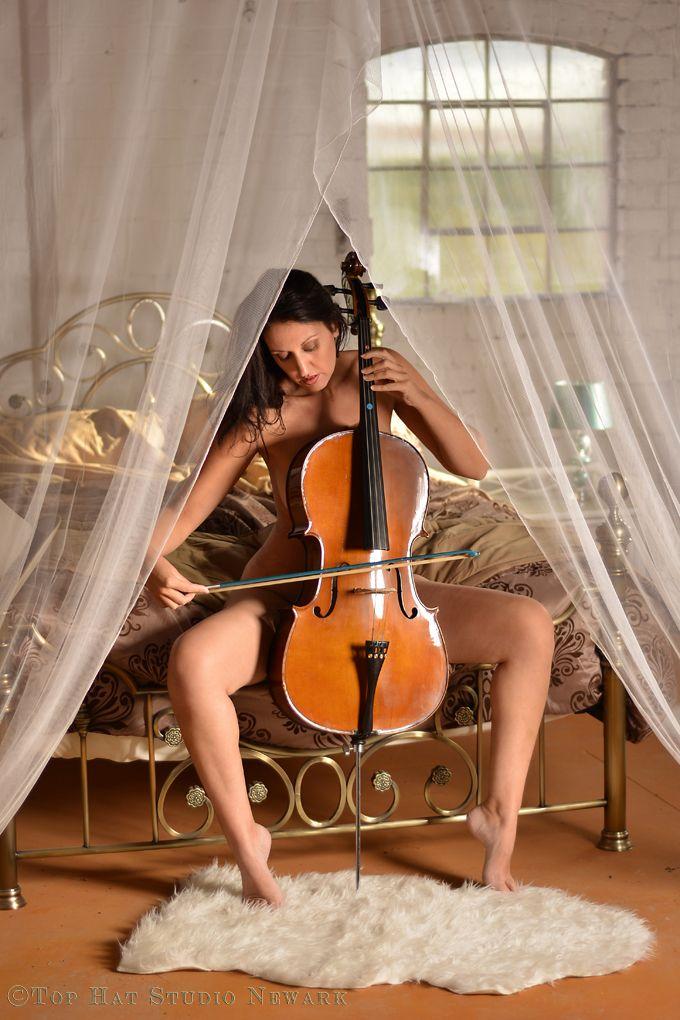 naked girl plays violin
