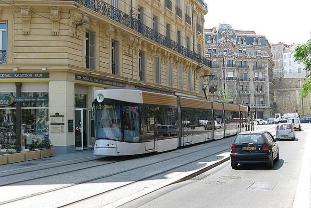 #trams – ce que les Américains peuvent apprendre des français #urbanisme [en anglais] http://www.citylab.com/commute/2014/10/what-france-can-teach-us-cities-about-transit-design/381742…