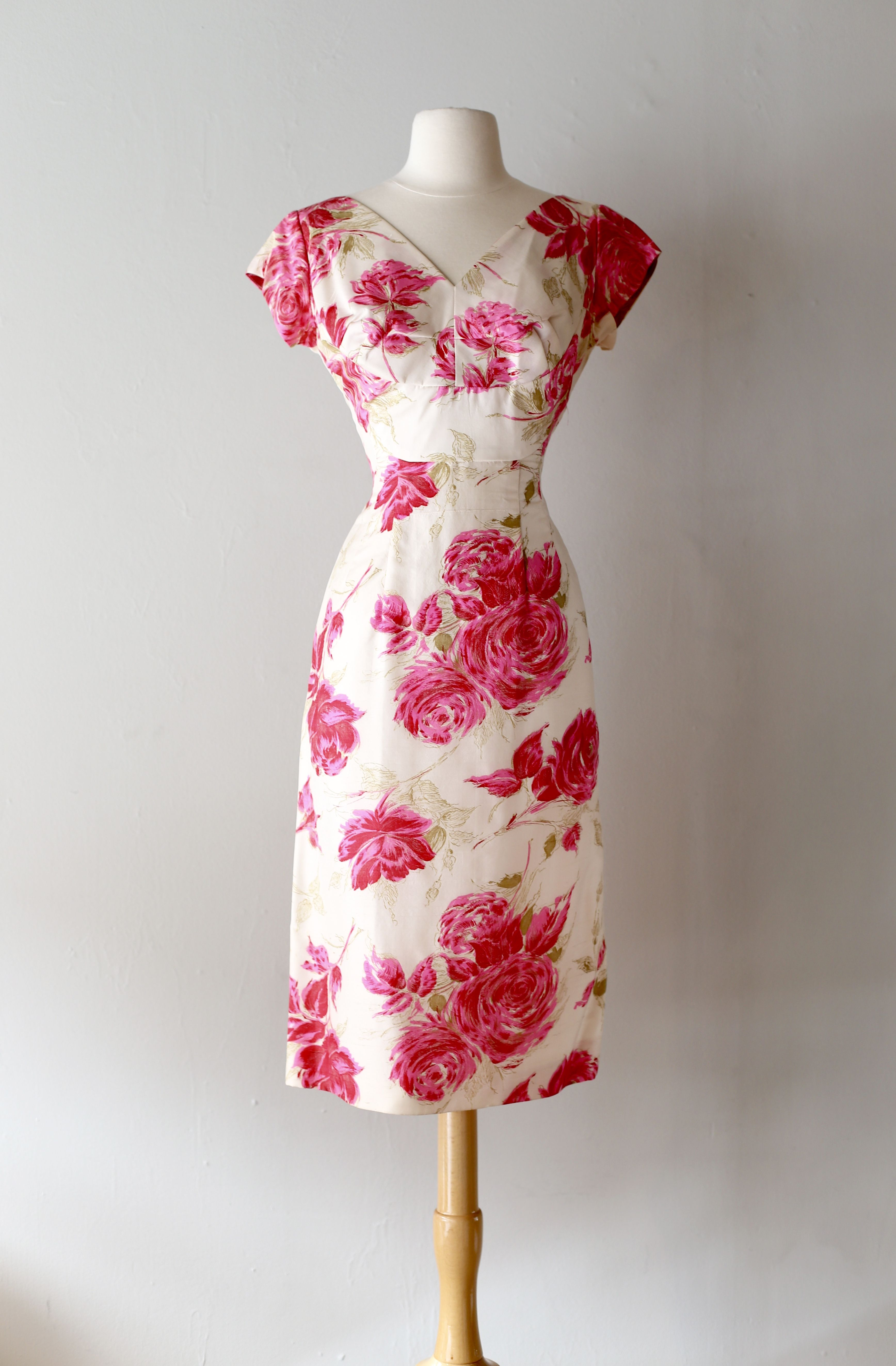 1950's silk rose print wiggle dress at Xtabay Vintage. By Molly Modes.