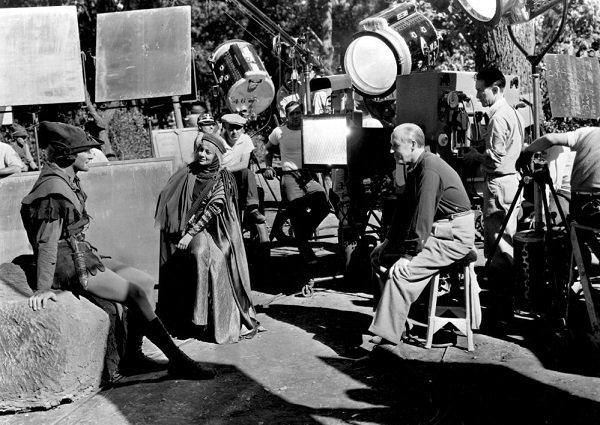 Behind The Scenes Of Robin Hood 1938 Errol Flynn Olivia De Havilland Olivia De Havilland Birthday Countdown Only Olivia De Havilland Errol Flynn Robin Hood