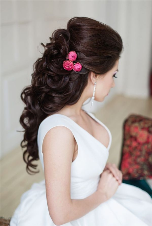 20 Awe Inspiring Engagement Hairstyles Sheideas Bridal Hair Buns Engagement Hairstyles Modern Bridal Hairstyles