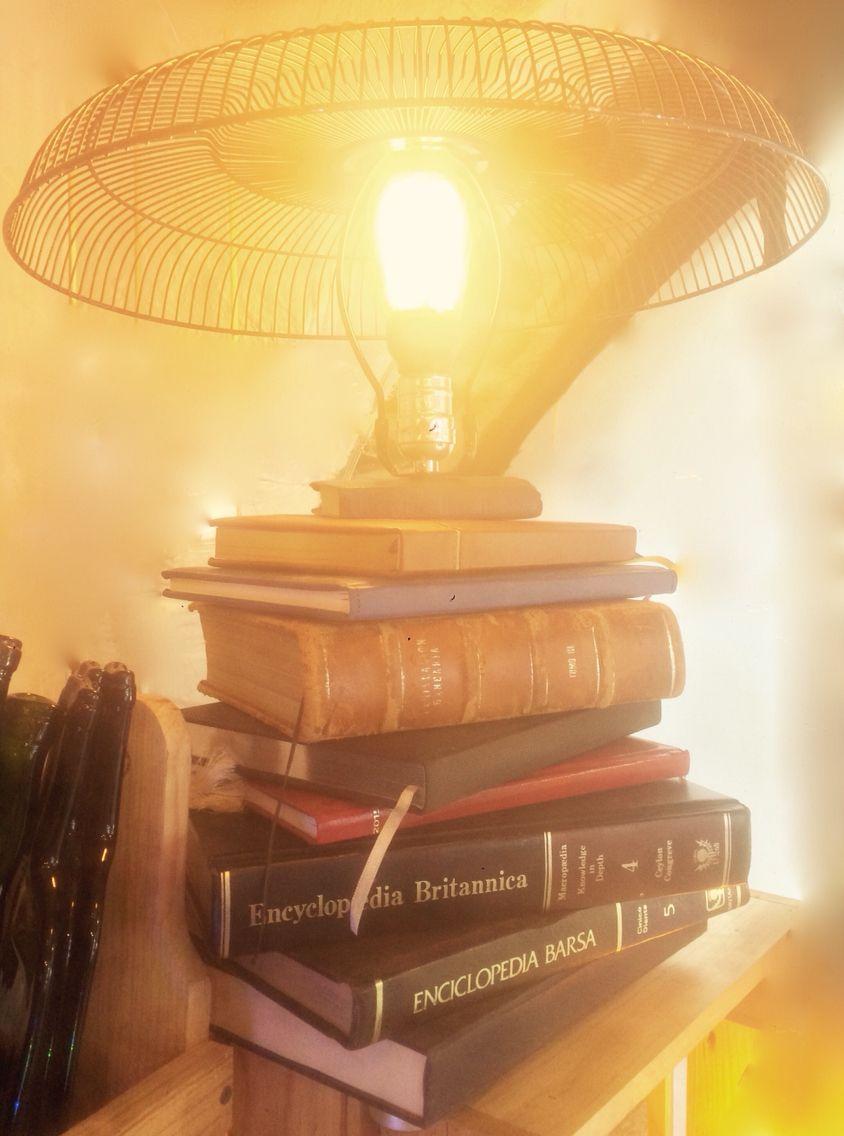 Guarda tus mejores libros, tesis, enciclopedias o libros empastados. Trae a nuestra tienda tus libros o llévate la lámpara ya lista. http://bit.ly/1TK5vfz