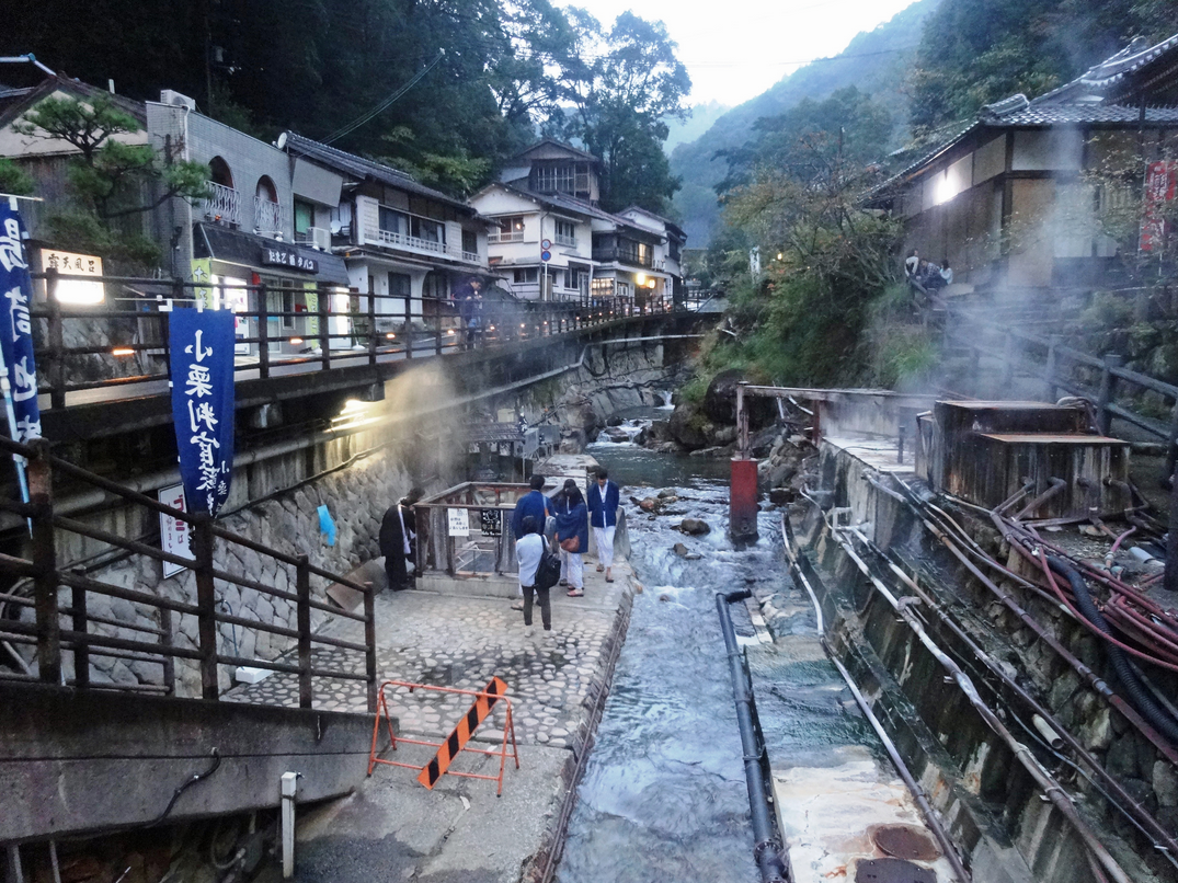 Unlike other prefectures in Japan, Wakayama's hot springs aren't the result of volcanic activity. Rather, it's believed that a fissure in the tectonic plates under the Kii Peninsula results in geothermal reactions. In Kawayu, locals have put this unique occurrence to good use by creating a massive rotenburo (open-air bath) on the banks of the Ohtou every winter.